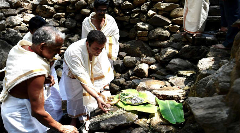 Congress Leader Prayed in Kerala ThiruNelliSwamy Temple