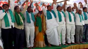 Nizamabad Farmers against Telangana CM