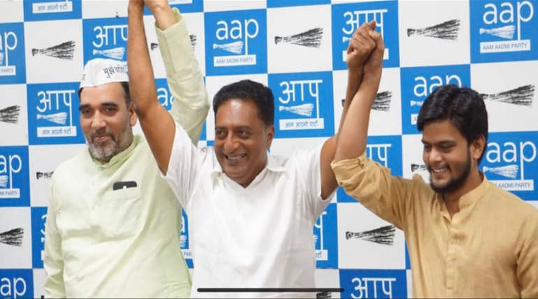 Prakash Raj in a Campaign for AAP Speech about Tamils